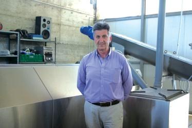 Mario Giulianelli, Sindaco di Villa San Giovanni in Tuscia davanti all'impianto di compostaggio aerobico di comunità, proprietà del Comune e situato presso l'eco-centro del Comune