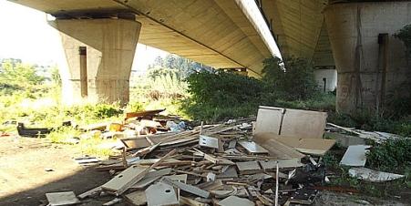 Una delle tante discariche presenti sul territorio dell'area Prenestina
