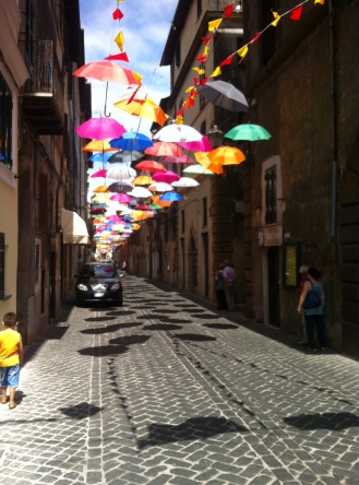 Via Fabrini sotto gli Ombrelli